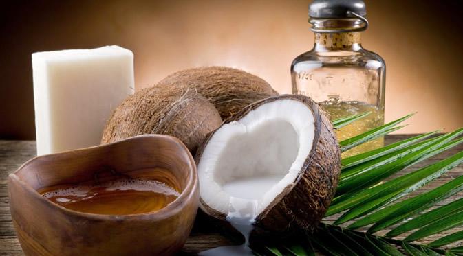 perawatan rambut herbal menggunakan minyak kelapa 2